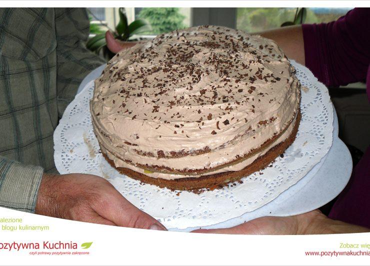Tort kakaowy z brzoskwiniami