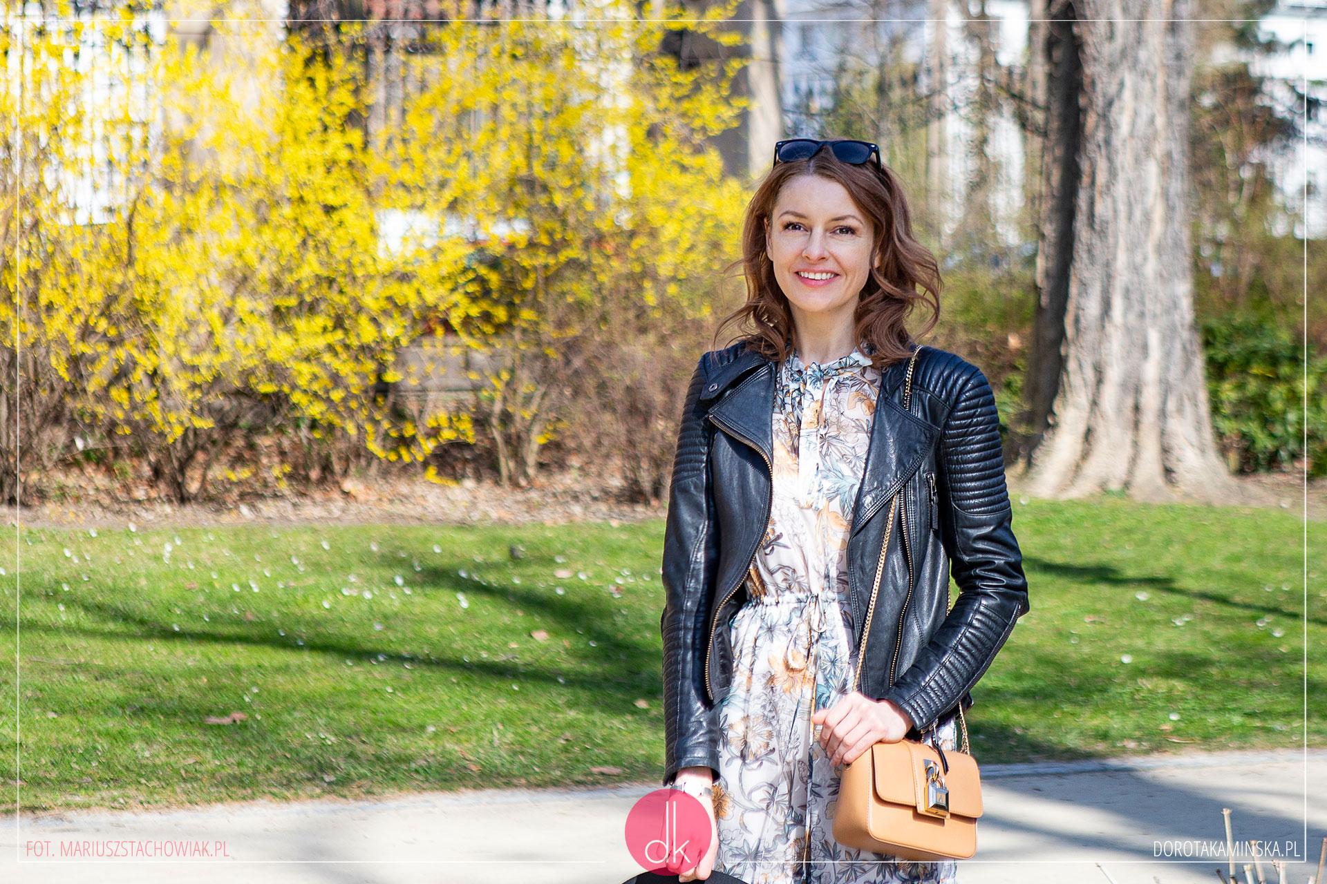 219d4ace Wiosenna sukienka w kwiaty - stylizacja z ramoneską   Dorota Kamińska